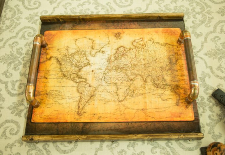 map serving tray