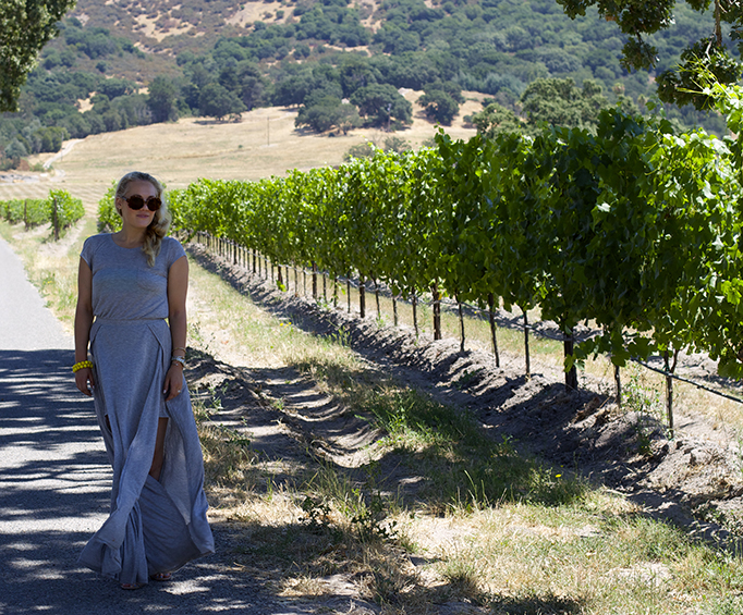 wine country, maxi dress, blogger, top fashion bloggers, weekend getaway, minimal, simple look, casual weekend wear