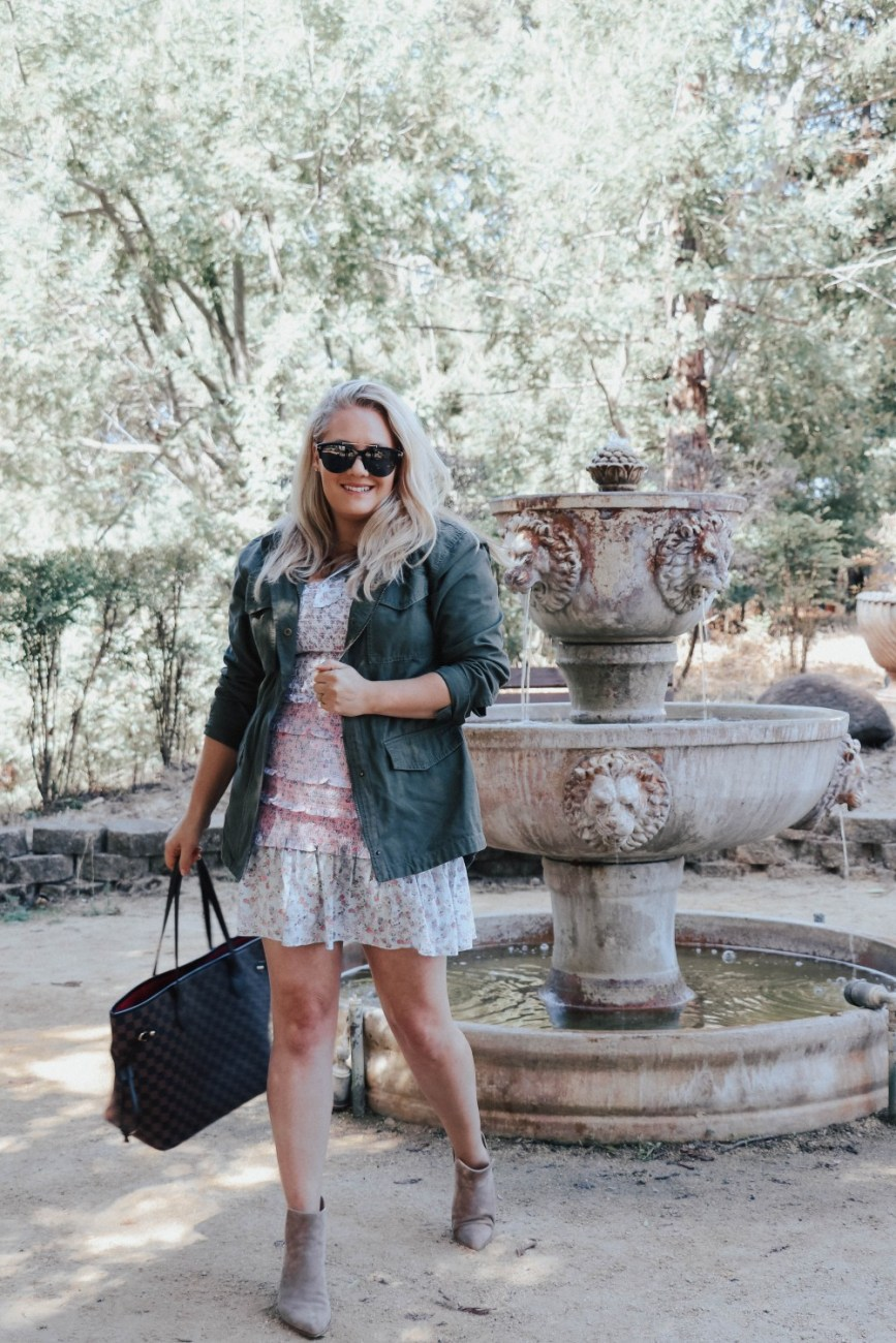 Sharing 5 easy tips to transition your summer dresses into fall on HNW! #falloutfits #falloutfitinspo #fallstyling
