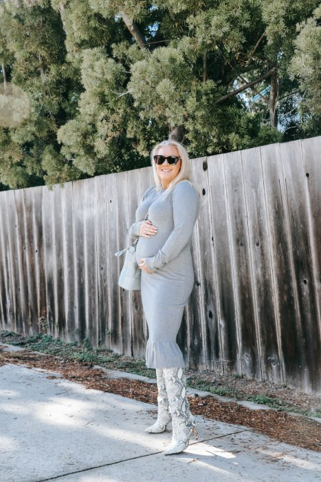 Bump friendly non-maternity sweater dress. #maternityfashion #bumpstyle #pregnancyfashion