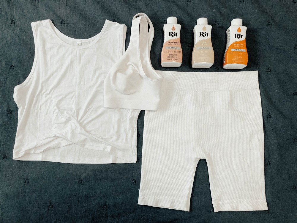 Tie dyed a white 3 piece workout set with Rit dye. Click on over to the blog to check it out! #tiedye #tiedyeset #diytiedye