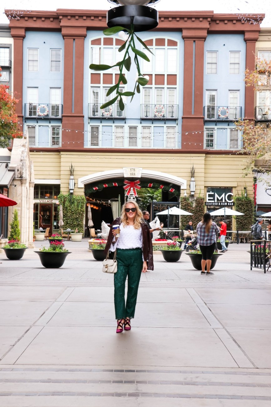 Holiday party inspired look on HNW today featuring these green lace pants from the Rachel Parcell Collection and my clip dot blouse from Nic + Zoe! Head on over to the blog to check out the post + get my full outfit details!! #holidaystyle #holidayoutfit #rachelparcell #lacepants