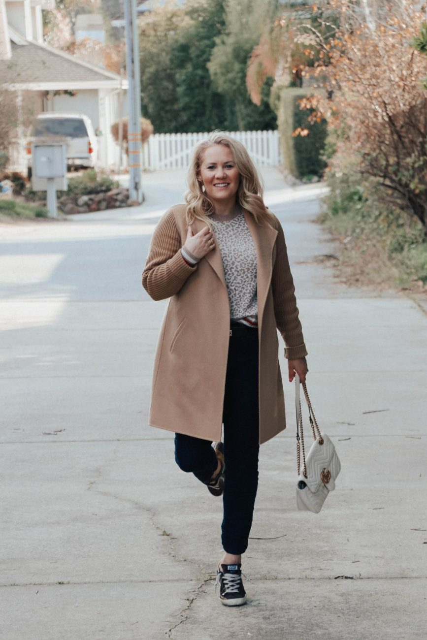 Styling tips for how to style a camel coat this winter. Head over to the post to get my 10 styling tips for ways to wear a camel coat. #camelcoat #kinrosscashmere #stylingtips #outfitinspiration #neutraloutfits