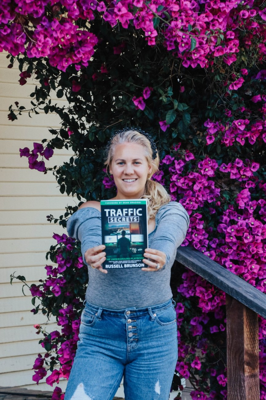Looking to drive more traffic to your website or blog? Check out todays blog post where I'm reviewing Traffic Secrets by Russell Brunson. #trafficsecrets #bookreview #bloggingtips #growyourblog