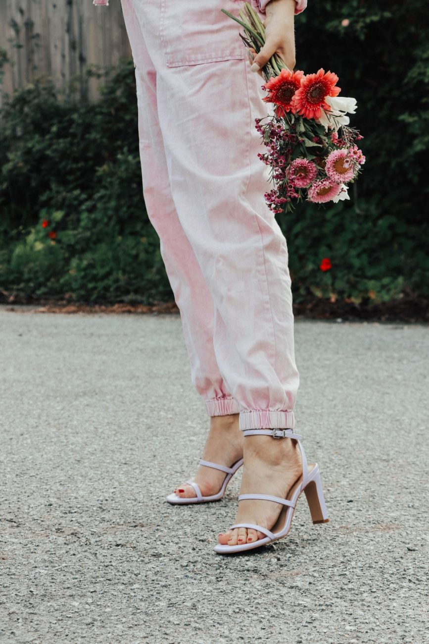 Spring 2020 trend women's utility jumpsuits. Love this pretty pastel pink jumpsuit for spring and summer. #utilityjumpsuit #summeroutfit #transitionalstyle