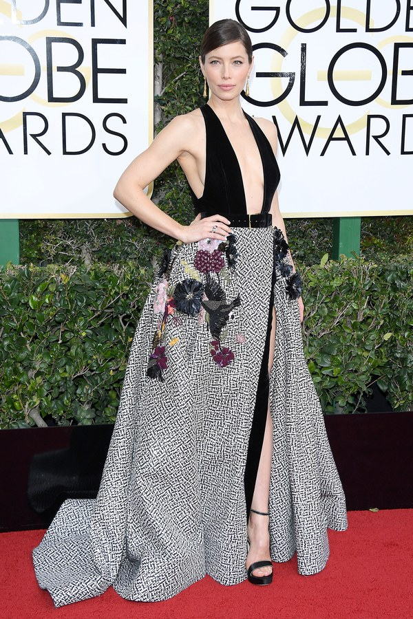 golden-globes-2017-red-carpet-jessica-biel