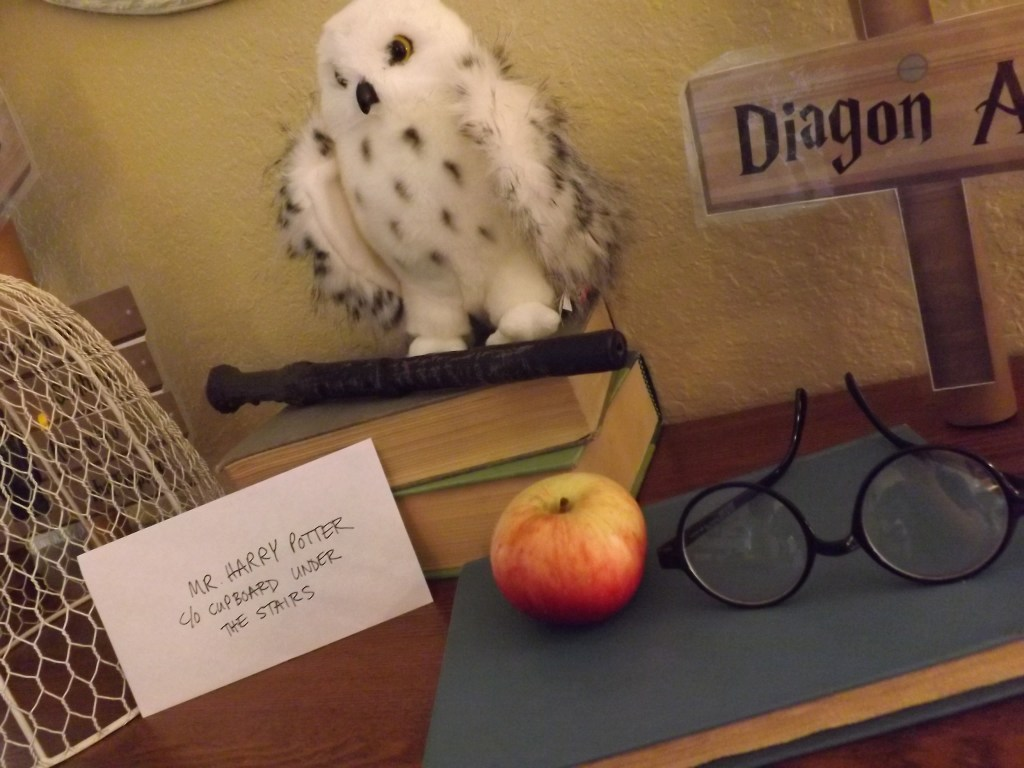 mantle-with-hedwig
