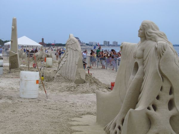 Jersey Shore Sand Sculptures And Snooki Revere