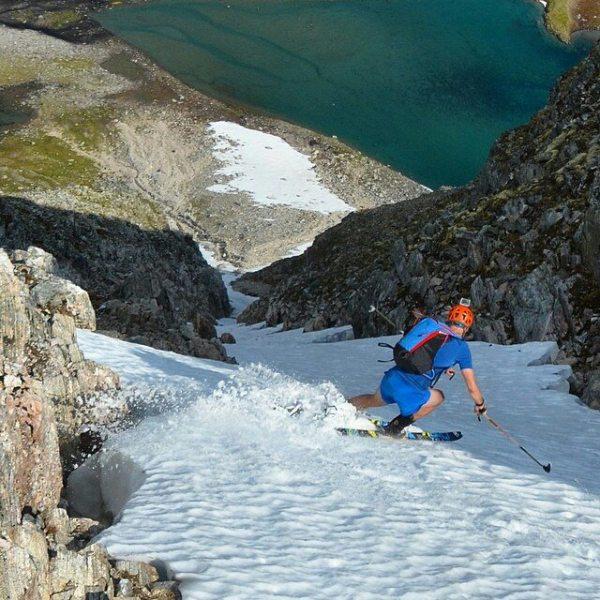 Nok et bilde fra gårsdagens topptur. @multiadventures ned renna fra Trondskjortetind.