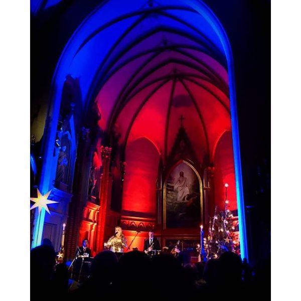 Roen senket seg med tindrende vakker julekonsert av Helene Bøksle i Bragernes kirke.