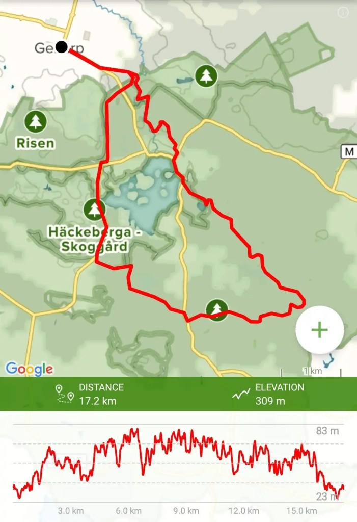 Trail map with a red line outlining a recommended hiking trail around the nature area of Romeleåsen - Häckeberga.