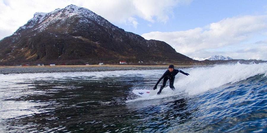 lea-brassy-surf-en-eaux-froides