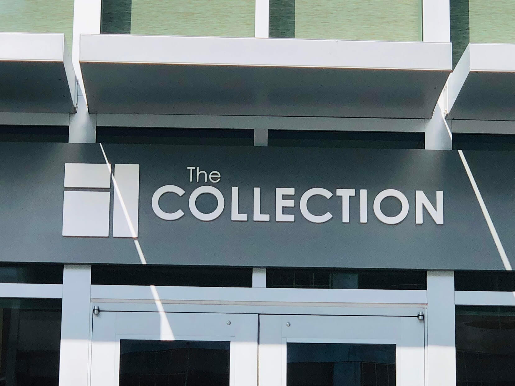 The Collectionの看板