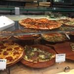 ポットラックパーティーやホテルでのよるご飯に、ホールフーズのピザがお勧め。