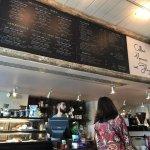 話題のカカアコ地区のおしゃれカフェ「ブルーツリー・カフェ」