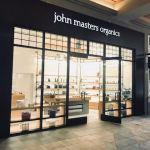 アラモアナにできたジョンマスター専門店。ハワイ限定リップが大人気