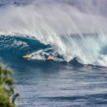 大きな波のノースショアでサーファーが1名死亡、1名重体の事故が起きました。