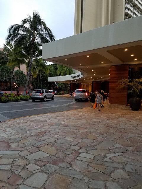 シェラトンホテル前