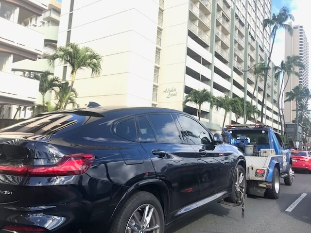 ハワイ、アラワイ運河沿いの路上駐車。ルールをしっかり守って!!