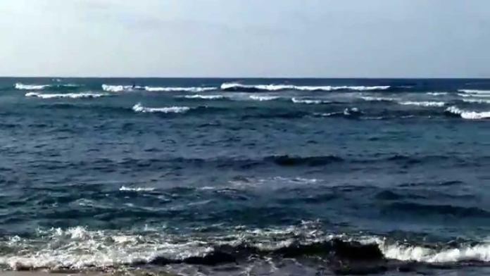 Diamond Head Strand in Hawaii auf Oahu nahe Waikiki – Ruhig und windig