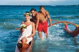 Hawaiianische Hochzeit im Kanu