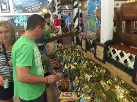 Makademia Nuesse und kostenloser Kaffee auf Oahu