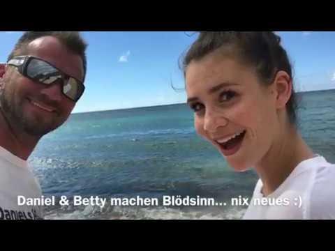 Schildkröten am Strand in Hawaii mit Betty Taube & Betty Goes Hawaii
