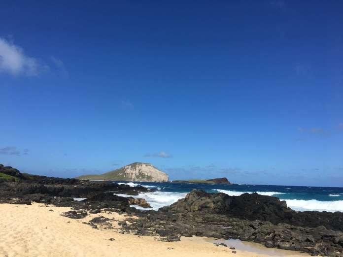 Vulkanfelsen und Rabbit Island