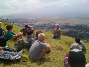 Parker Ranch land manager Brandi Beaudet recounts the vivid story of the battle between Chiefs Lonoikamakahiki and Kamalalawalu for Parker School fourth graders.