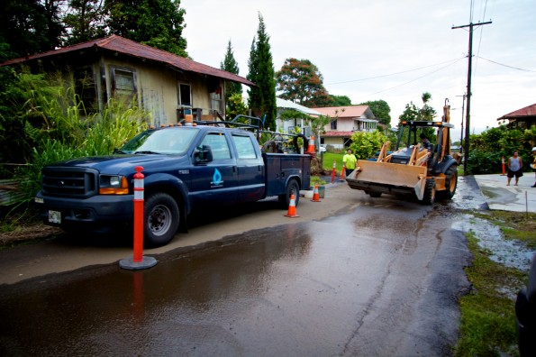 Department of Water Supply crews worked on repairing an eight-inch water main in the Aderton Camp area of Papaikou Wednesday afternoon (Nov 28). Photography by Baron Sekiya   Hawaii 24/7
