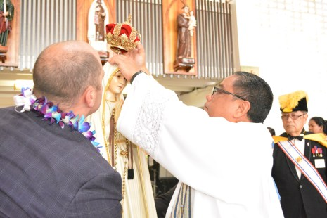 Father Pascual Abaya crowns the Blessed Mother at Our Lady of Good Counsel Church, Feb. 4.