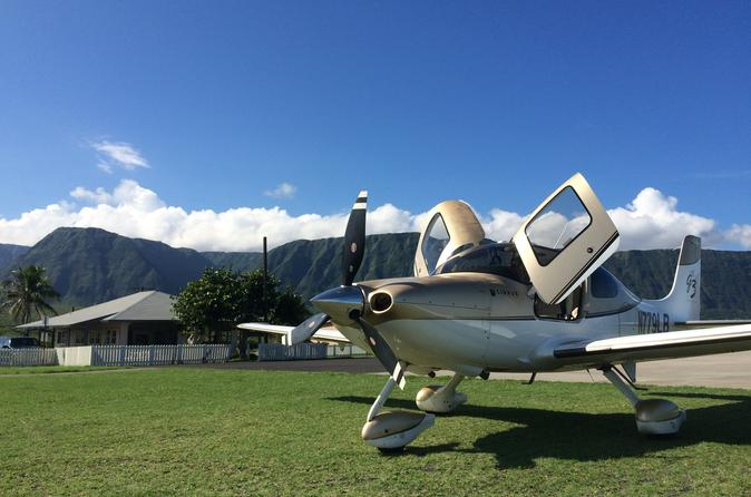 Maui Introductory Flight Lesson: Round-Trip to Molokai on Maui