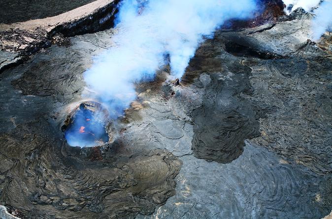 Volcanoes and Waterfall: 45-Minute Open-Door  Helicopter Flight on Hawaii