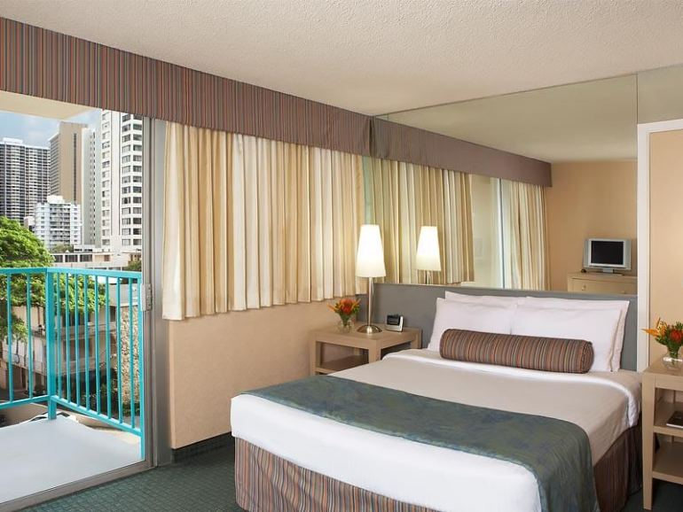 Hawaii on a Budget: 5 Cheap Hotels on Oahu featured by top Hawaii travel blog, Hawaii Travel with Kids: For a cheap place to stay in Waikiki, head to the Aqua Aloha Surf Waikiki hotel.