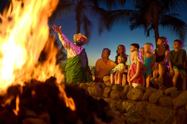 How to Plan a Hawaii Babymoon featured by top Hawaii blog, Hawaii Travel with Kids.