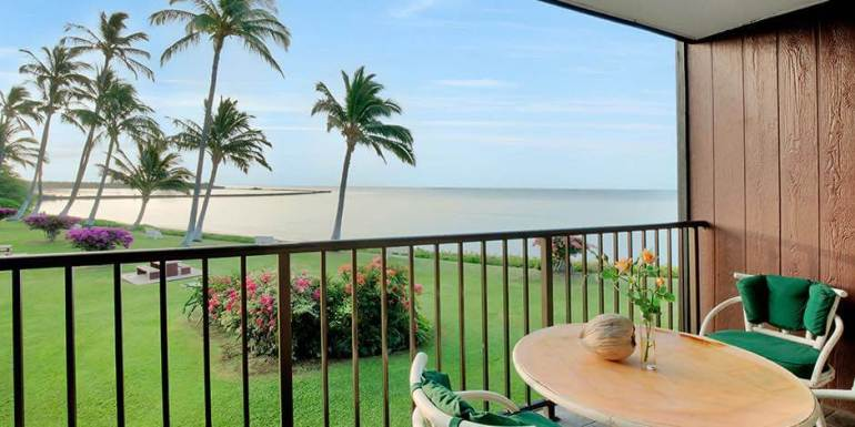 Hawaii on a Budget: 9 Cheap Places to Stay on Molokai featured by top Hawaii travel blog, Hawaii Travel with Kids: Molokai Shores is a budget-friendly Molokai hotel