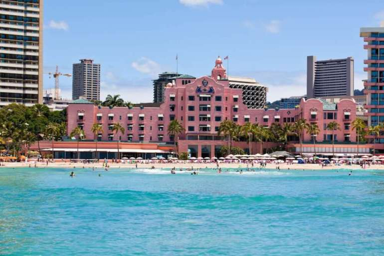 The Most Beautiful Places To Visit In Oahu featured by top Hawaii travel blog, Hawaii Travel with Kids: The Royal Hawaiian Hotel is the trendiest Waikiki hotel
