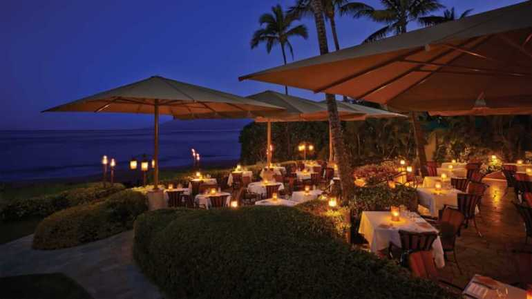 21 Best Things to Do in Wailea Maui featured by top Hawaii blog, Hawaii Travel with Kids: Ferraro's Bar e Ristorante at the Four Seasons Maui in Wailea