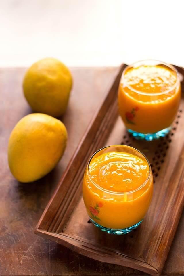 Hawaiian Tropical Smoothie Recipes to Make at Home featured by top Hawaii blog, Hawaii Travel with Kids: mango banana papaya smoothie recipe