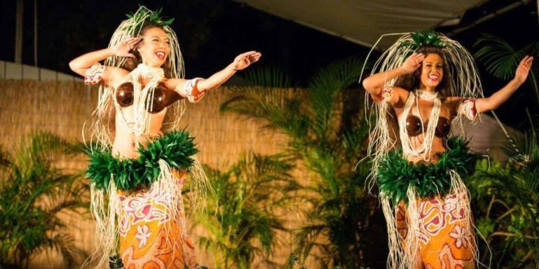 25 Amazing activities in Waikiki with kids featured by top Hawaii blog, Hawaii Travel with Kids: Diamond Head Luau in Waikiki