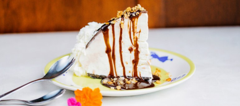 50 Best Places to Visit in Hawaii with your Family featured by top Hawaii blog, Hawaii Travel with Kids: Hula Pie at Duke's