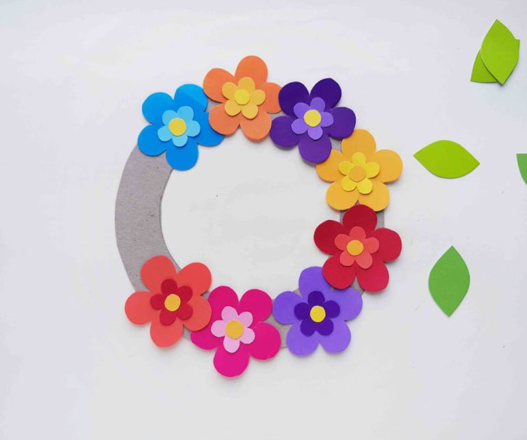 DIY Hawaiian Luau Decorations: How to Make A Paper Flower Wreath featured by top Hawaii blog, Hawaii Travel with Kids