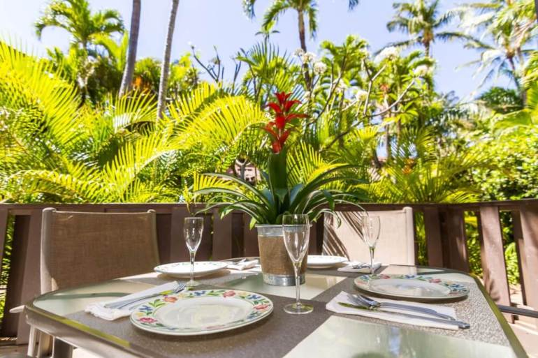 vTop 10 Best Bed and Breakfasts in Maui featured by Hawaii blog, Hawaii Travel with Kids: Gorgeous Tropical Kihei Resort!