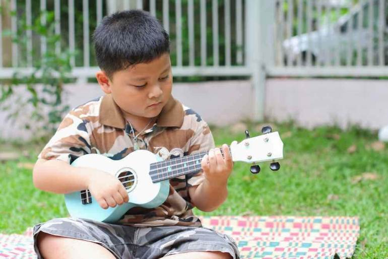 Find out where to sign up for online ukulele lessons for kids.