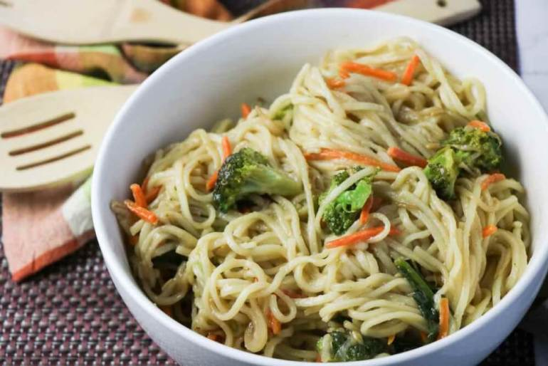 This tasty vegetable lo mein recipe is perfect on it's own or as a side dish. Image of a bowl of veggie lo mein.