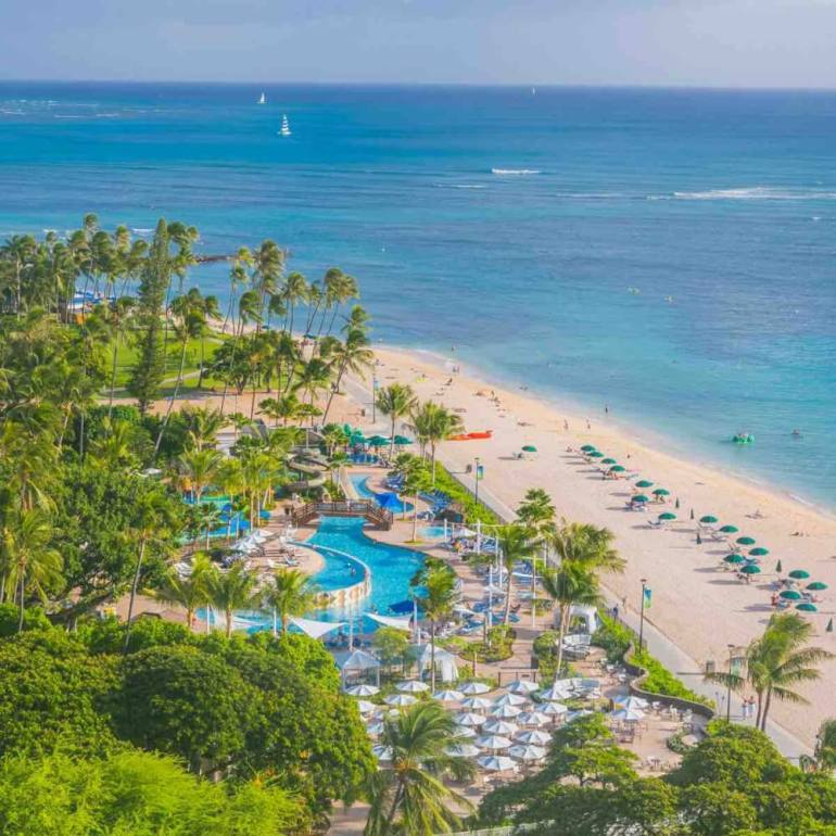The Hale Koa hotel is one of the best Oahu hotels for military families. Image of a beachfront hotel in Hawaii.