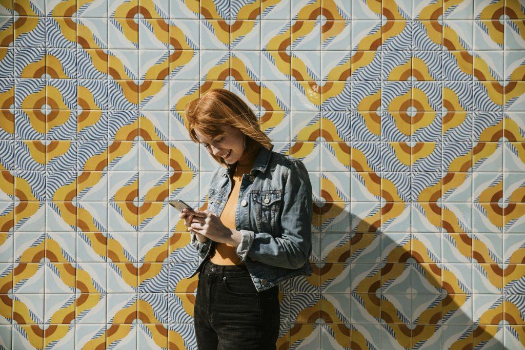 girl outside on her phone