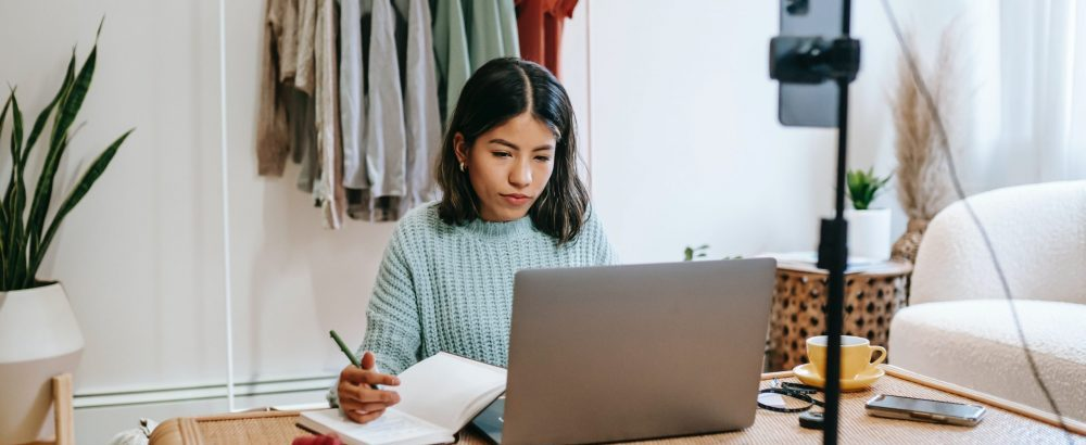 e-commerce businesswoman writing content