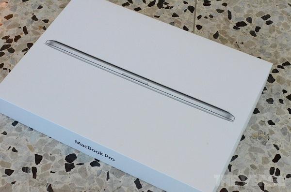 New macbook pro retina hands pics DSC 5499 rm verge 1020 gallery post