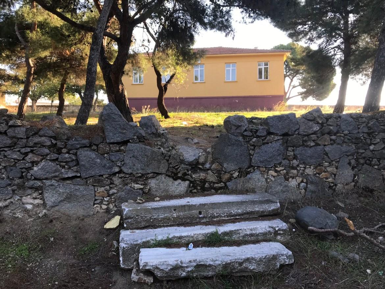 Köy Okulunun Antik Merdivenleri